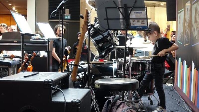 Çocuk orkestrasının konseri beğenildi