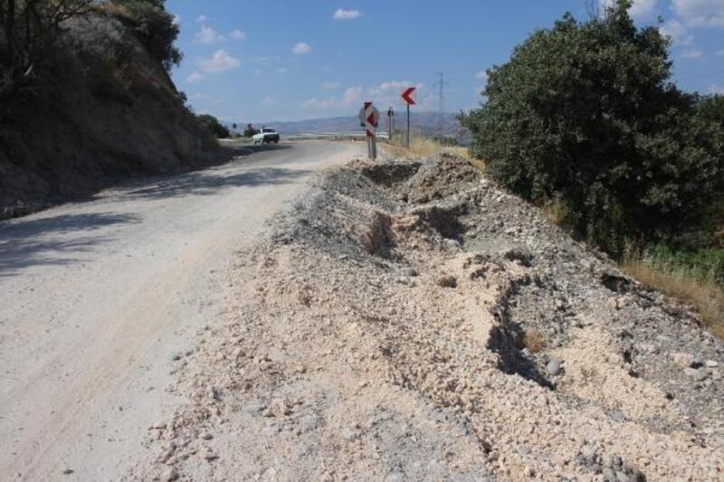 Kahta'da yağış nedeniyle yol çöktü