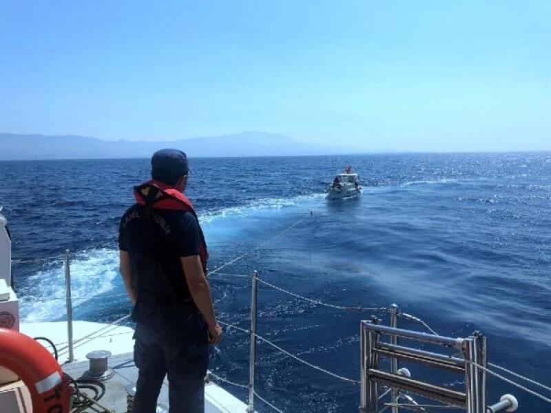 Mavi turda tekneleri arızalanan 4 kişiyi,Sahil Güvenlik kurtardı
