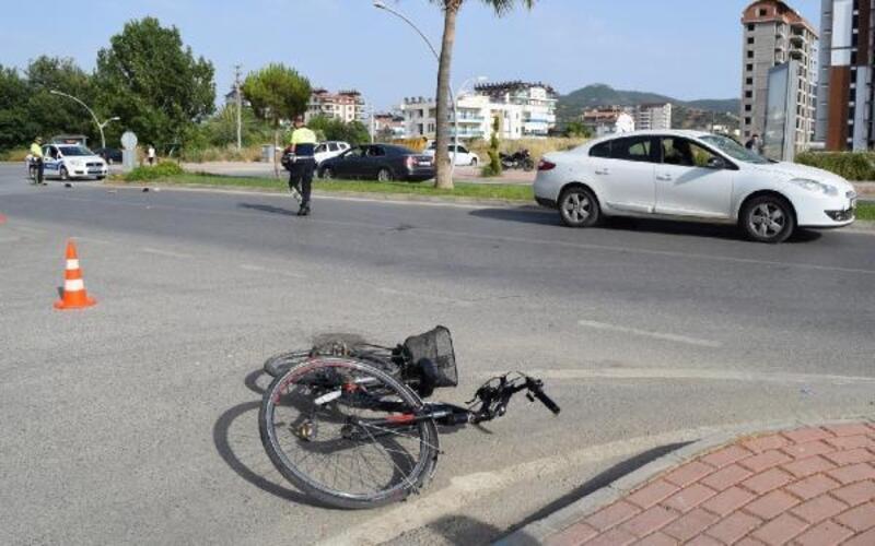 Otomobilin çarptığı bisikletli 7 günlük yaşam savaşını kaybetti