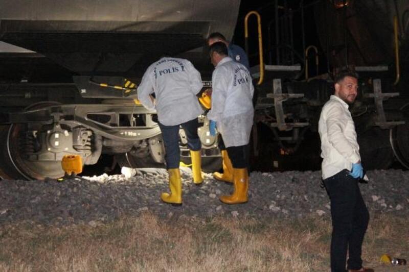 Yük treninin çarptığı genç, öldü