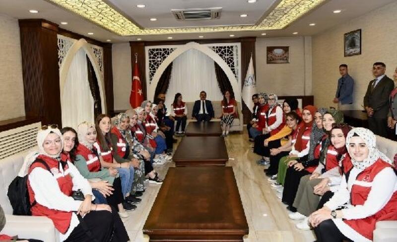 45 üniversiteli 'Damla Projesi' kapsamında Hakkari'ye geldi
