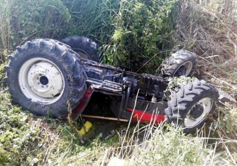 Traktörün altında kalan çiftçi öldü