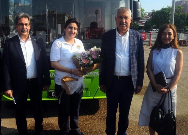 Kalp krizi geçiren yolcuyu hastaneye yetiştiren şoför ödüllendirildi