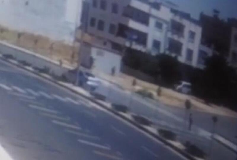 Ali'ye otomobil çarpma anı güvenlik kamerasında