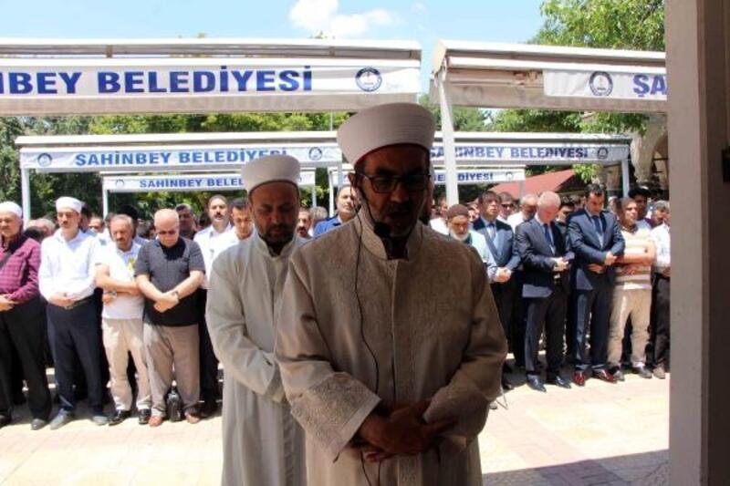 Gaziantep'te, Mursi için gıyabi cenaze namazı kılındı