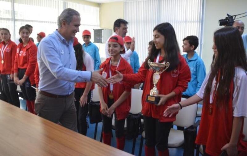 Softbol Türkiye Şampiyonu kızlar ödüllendirildi