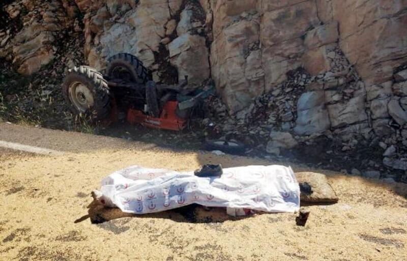 Traktör takla attı, sürücü ve eşi öldü