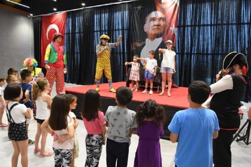 Çocuklar karne şenliğinde eğlendi