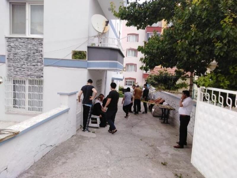 Cam silerken 3'üncü kattan düşen kadın öldü