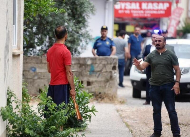 Kovulan işçi, ustabaşını bıçakladı, tüfeği çenesine dayayıp polise direndi