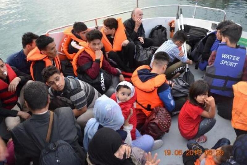 Menderes ve Dikili'de 69 kaçak göçmen yakalandı