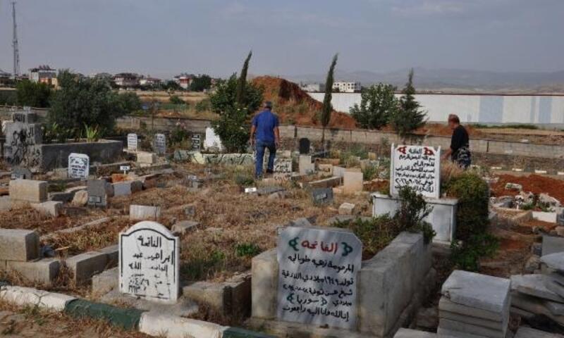 İslahiye mezarlığında 215 Suriyeli defnedildi