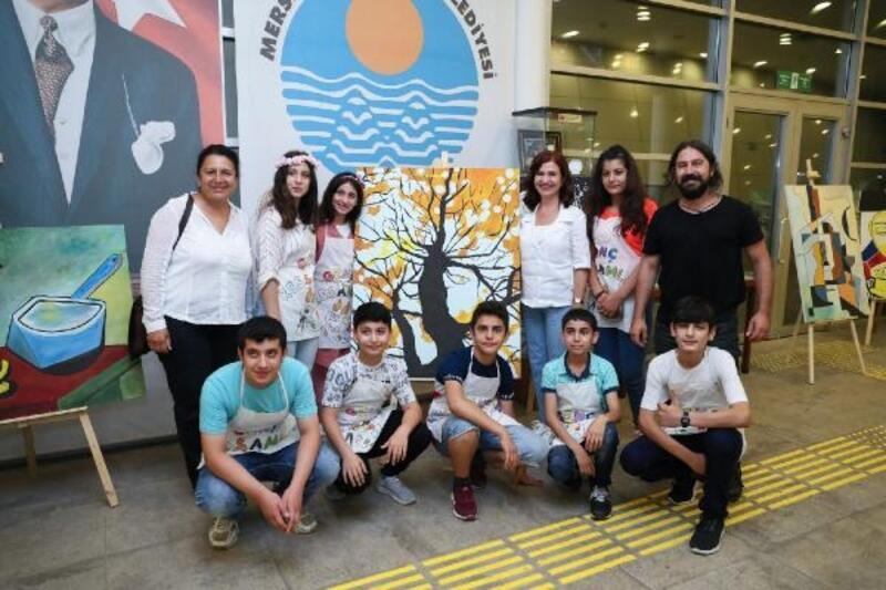 Başkan Seçer'in eşinden genç ressamlara destek