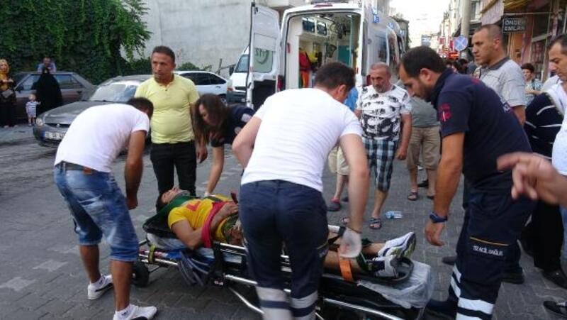 Otomobilin çarptığı Afgan genç ağır yaralandı