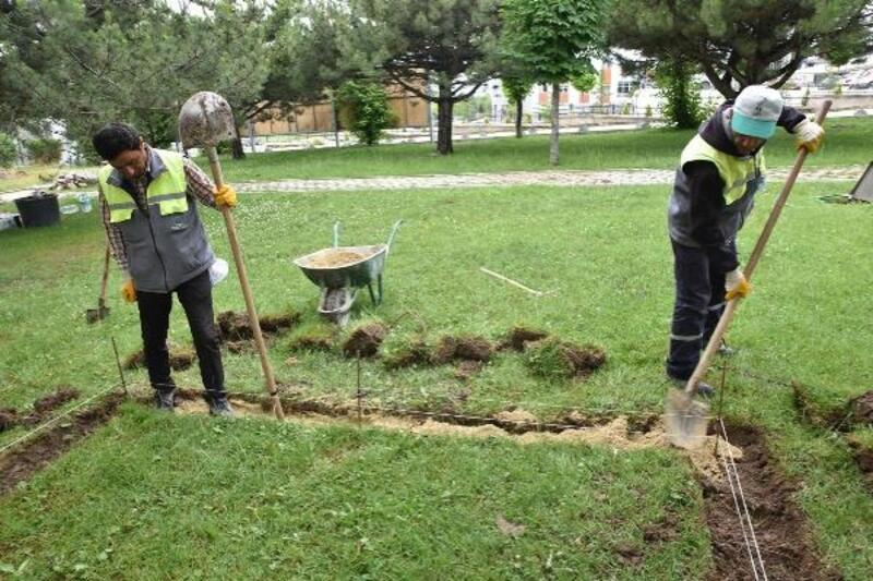 Tepebaşı'nın parklarında bakım onarım sürüyor