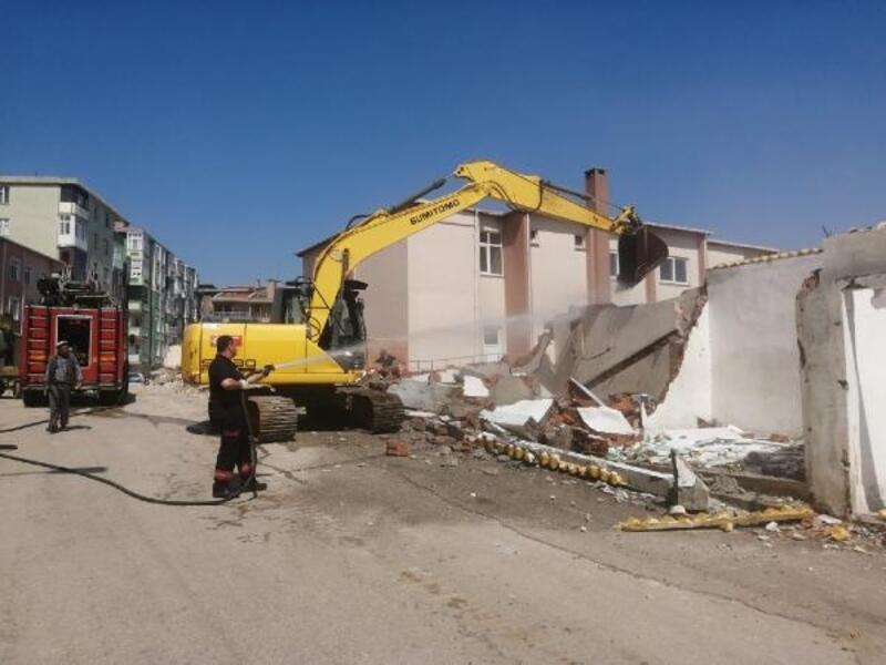 Keşan'da geçici işyerlerinin yıkımına başlandı