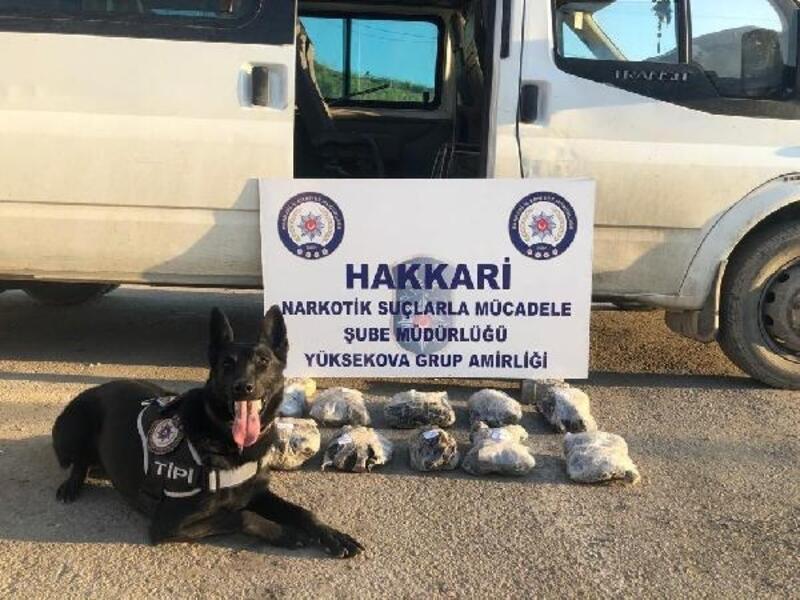Yüksekova'da 4 kilo eroin ve 23 kilo afyon sakızı ele geçirildi
