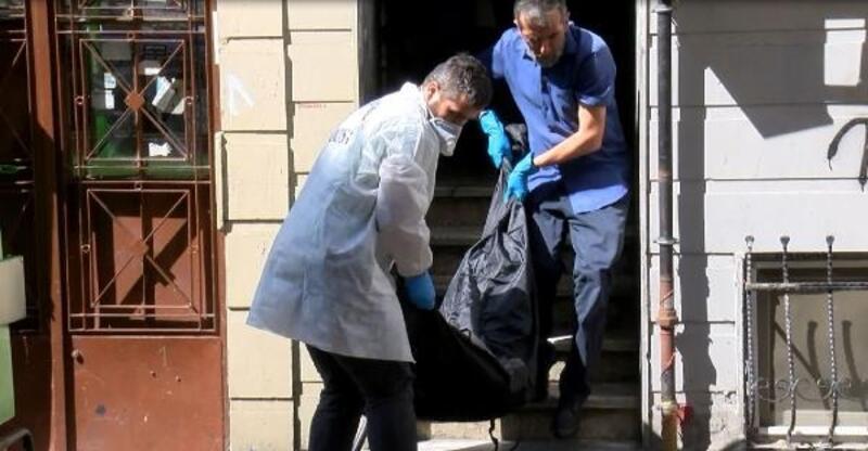 Fatih'te öldürülen kadının cenazesi Adli Tıp'a gönderildi