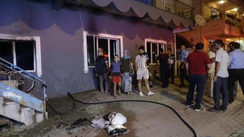 Tatile çıkan ailenin evi yandı