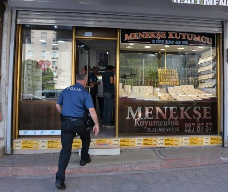 Av tüfekli soyguncuyu kuyumcu ikna edip, polise teslim etti