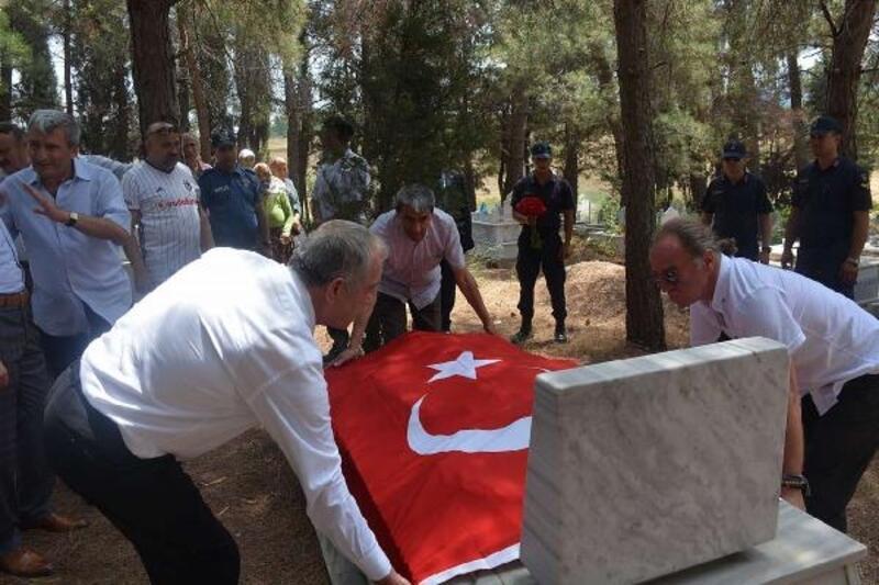 Devre arkadaşlarından Şehit Yüzbaşı Ülker'in mezarına ziyaret