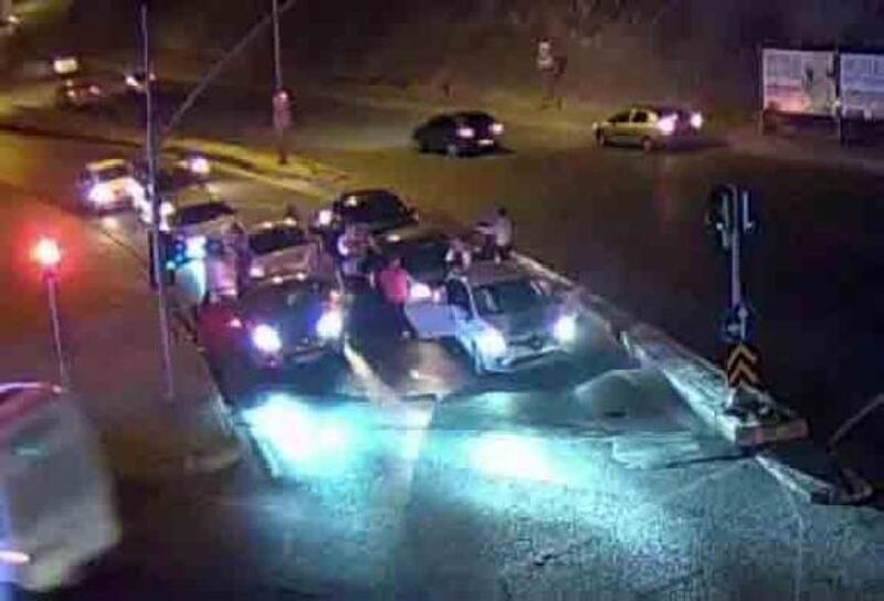 Düğün konvoyunu trafikte durdurup oynayan sürücülere ceza