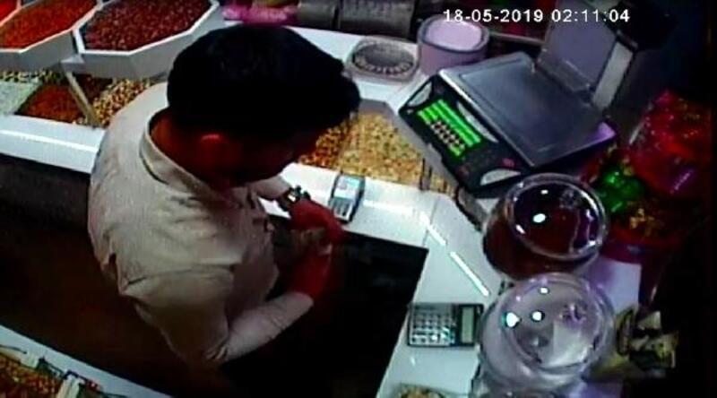 Kasadan para aldığını iddia ettiği çalışanından şikayetçi oldu