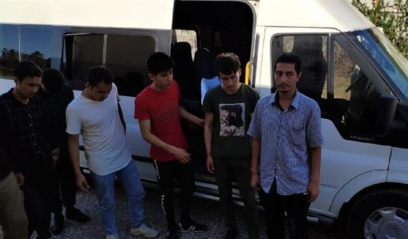 Ayvalık'ta 65 kaçak göçmen yakalandı