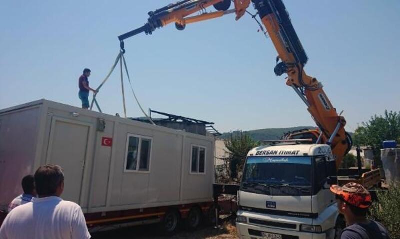 Evi yanan aileye Büyükşehir'den yardım