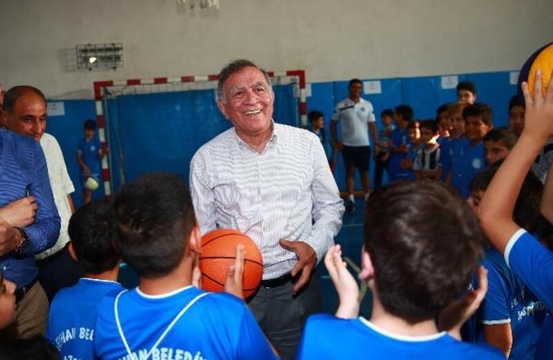 Seyhan Belediyesi yaz spor okulları açıldı