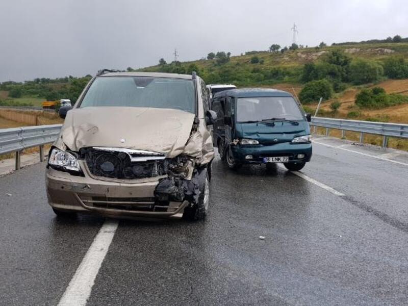 Yalova'da 2 ayrı kazada 4 kişi yaralandı