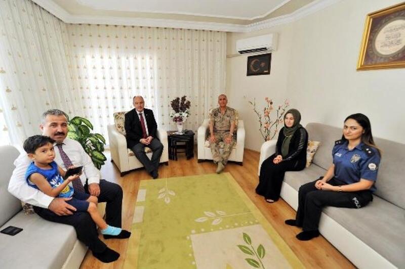 Vali Coşkun'dan 15 Temmuz şehidinin ailesine ziyaret
