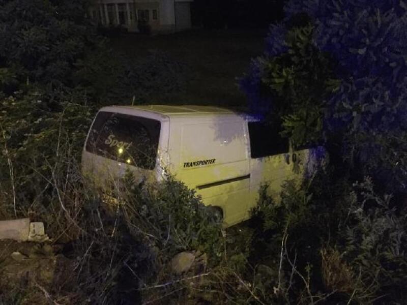 'Drift' yapan otomobil nedeniyle minibüs tarlaya savruldu: 1 yaralı
