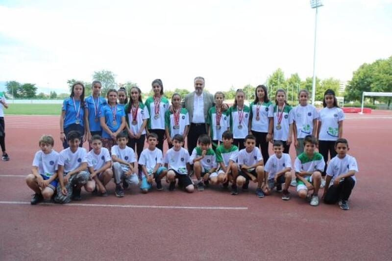 Başkan Aktaş, altyapı sporcularını ziyaret etti