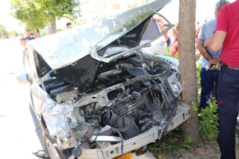 Adıyaman'da otomobil ile hafif ticari araç çarpıştı: 1 yaralı
