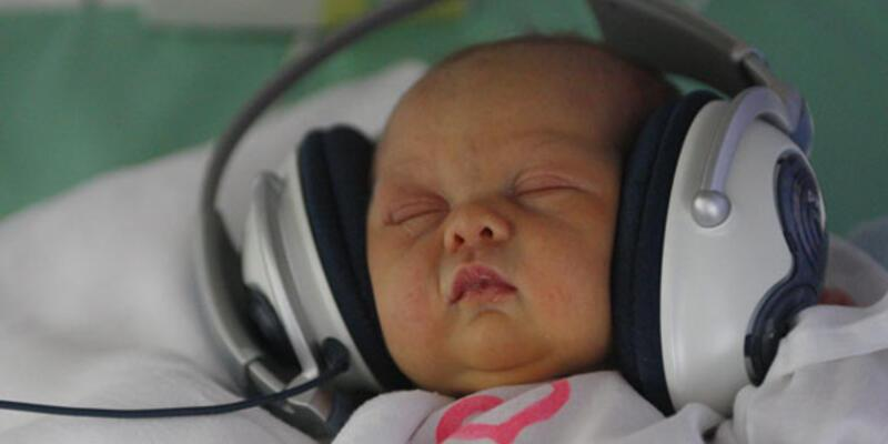 Bebeklere müzikli tedavi