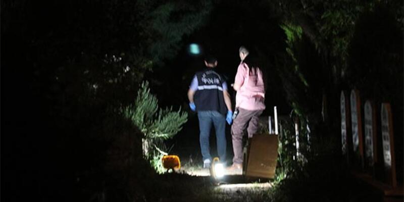 Mezarlıkta köpeklerini arayan çocuklar buldu! Kavanozun içinde...