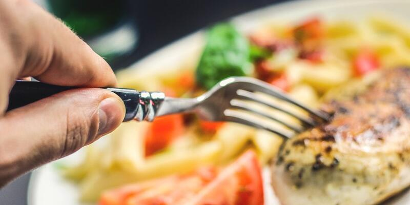 Yemeklerinizi yavaş yiyip iyi çiğneyin