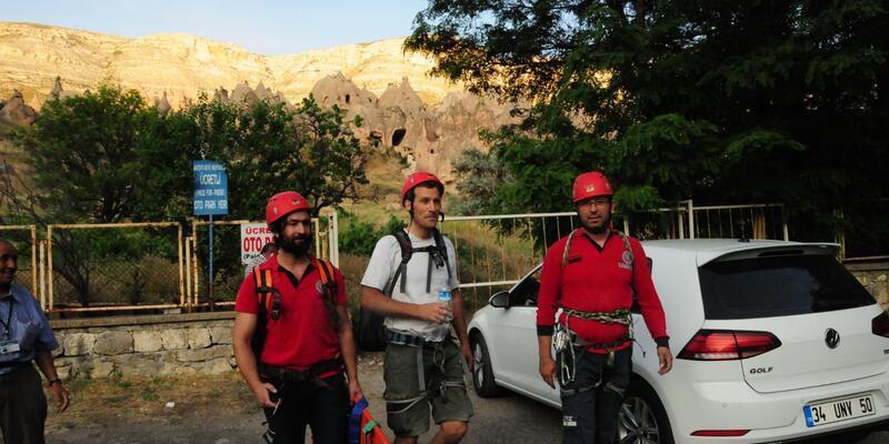 Kapadokya'da kayalıklarda mahsur kalan Fransız turist kurtarıldı