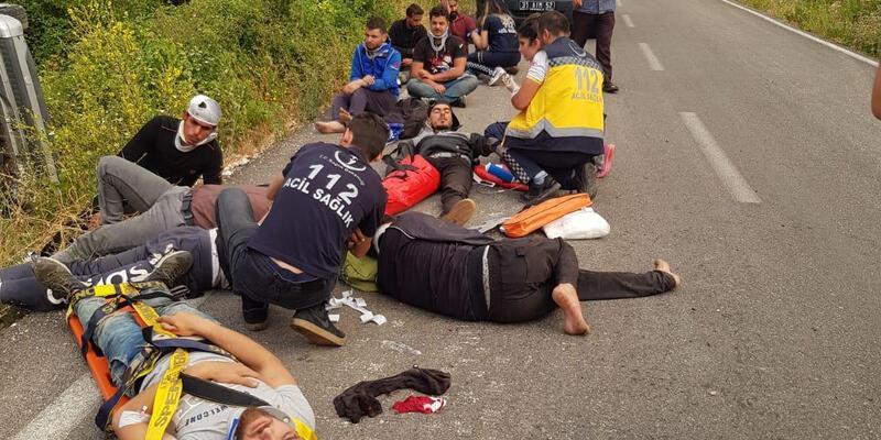 Kaçak göçmenleri taşıyan araç takla attı: 11 yaralı