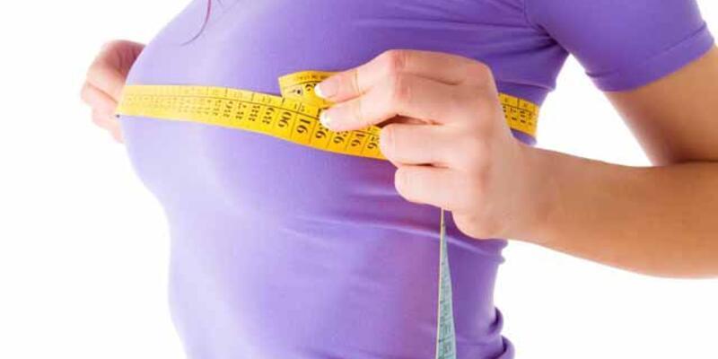 Kadınlarda küçük göğüs özgüveni etkiliyor