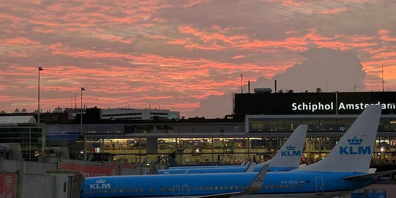 Hollanda'da uçuşa hazırlanan iki uçak çarpıştı