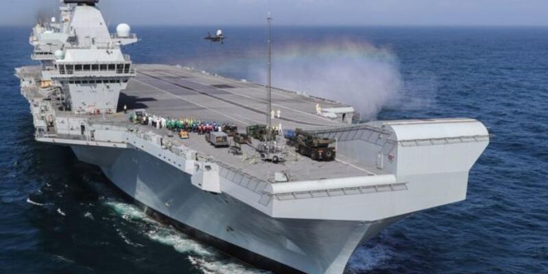 İngiltere'nin uçak gemisinde sızıntı tespit edildi, tatbikat yarıda kesildi