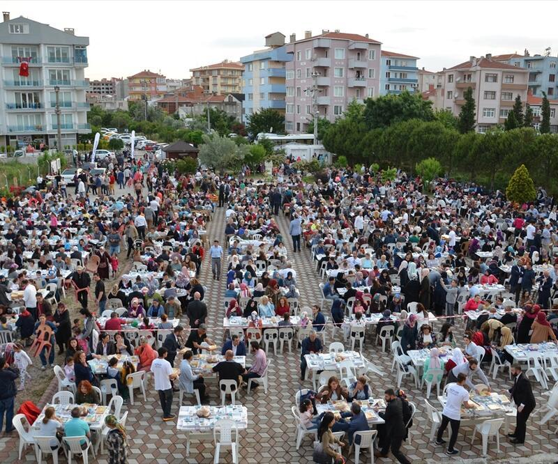 Tarihi Mevlevihane'de 2500 kişi oruç açtı