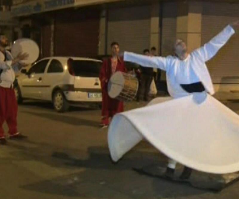 Ramazan davulcusundan sahurda sema gösterisi