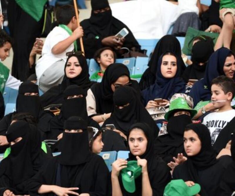 Suudi Arabistan'da kadınların bir yasağı daha kalkıyor